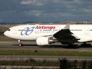 AirEuropa uçağı Paris'te pistten çıktı