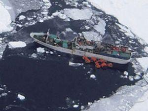 Güney Kore balıkçı gemisi Antarktika'da yandı