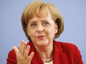 Merkel'den göçmenlere müjde