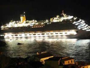 Costa Concordia karaya oturdu: 3 ölü