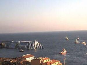 Costa Concordia gemisi Titanic gibi batıyor