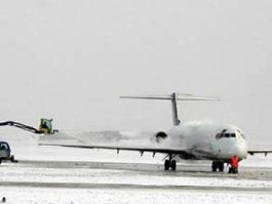 Kar, hava ulaşımını aksattı