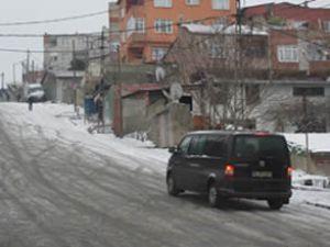 İstanbul'da araçlar buzda dans etti