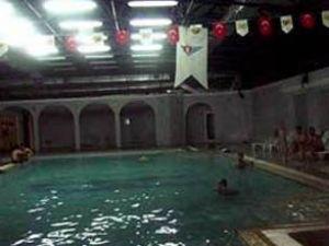 Eksi 5 derecede sıcak havuz keyfi