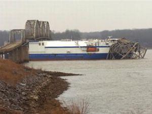The Delta Mariner gemisi köprüye çarptı