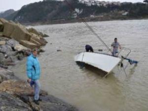 Zonguldak'ta özel tekne sulara gömüldü