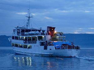 Denizde facia: 350 kişilik feribot battı