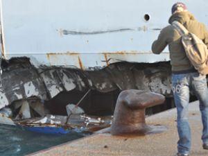 İtalyan yolcu feribotu iskeleye bindirdi