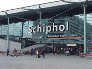 Amsterdam Havaalanı'nda bomba paniği