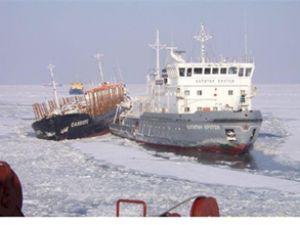 Azak Denizi'nde 900 gemi mahsur kaldı