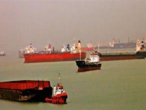 Kriz yüzünden gemiler kargo bulamıyor