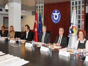 İzmir'de meslek odaları liman için toplandı