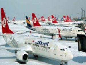 İstanbul'da kar yağışı uçuşları iptal etti