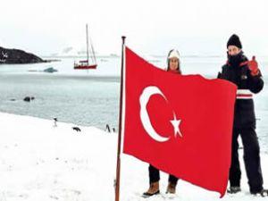 Antartika'ya ışık saçan Ay-Yıldızlı bayrak