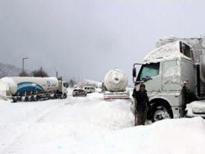 Doğu Anadolu'da ulaşıma kar engeli