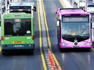 İstanbul'da kadınlara pembe metrobüs