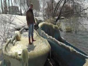 Beyşehir Gölü'nde tekneler bile buz tuttu