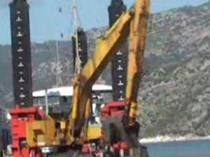 Demre Çayağzı Limanı temizleniyor