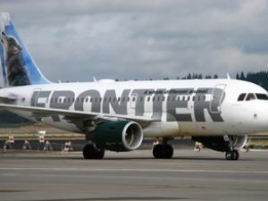 Frontier Air uçağı kuş sürüsüne daldı