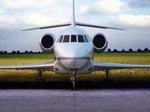 Arızalanan gemiye özel uçakla yardım