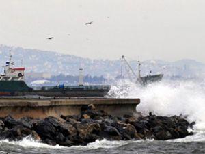 21 gemi fırtınadan Şarköy'e sığındı