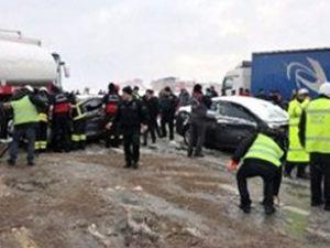 9 araç birbirine girdi: 1 ölü 27 yaralı