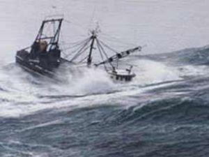 Mersin'de üç balıkçı teknesi alabora oldu
