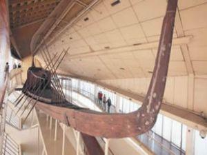 Mısır'da 5 bin yıl sonra ışığı gören tekne