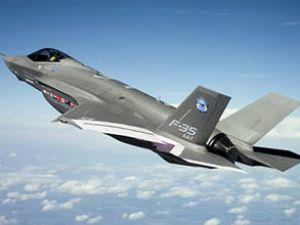 Savaş uçağı askeri üste düştü, pilot öldü