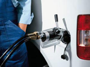 Benzin fiyatlarına yeniden zam geldi