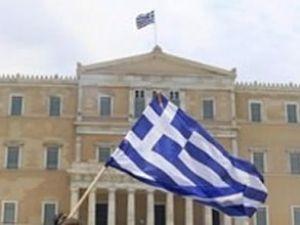 Fitch Yunanistan'ın notunu yükseltti