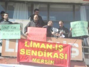 Liman işçileri sendika binasını işgal etti