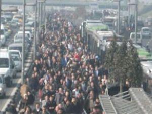 Metrobüste bomba paniği yaşandı