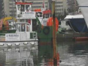 Körfez'de batan gemi enkazı çıkarılıyor