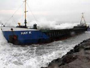 Sahile vuran gemi hurdaya çıkarıldı