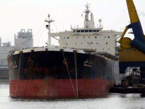 Somalili korsanlar kargo gemisine saldırdı