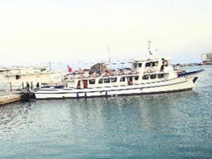 Tutulan Türk gemisi Çeşme'ye döndü