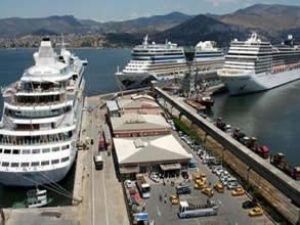 İzmir'e gelecek gemi çok limanın yeri yok!