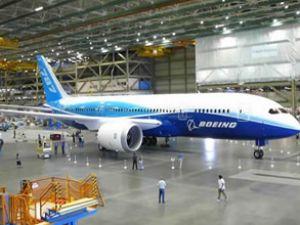 İlk 'Plastik Uçak' Boeing 787 İstanbul'a İndi