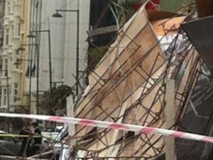 İstanbul'da fırtına! Şehir savaş alanına döndü