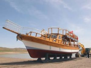 """""""Şehr-İ Su Teknesi"""" suya indirildi"""