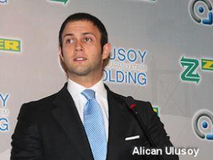 Cemal Ulusoy ödülünü oğlu Alican'a verdi