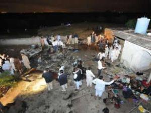 Pakistan'da yolcu uçağı düştü: 120 ölü