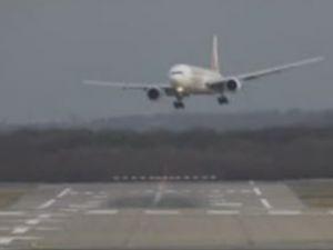 İspanya Havaalanı'nda uçakların zor anı