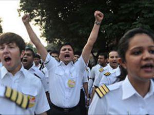 Vizite eylemine katılan 10 pilot işten atıldı