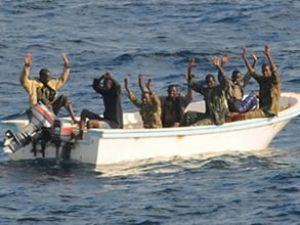 Korsanlar Nijer'de ikmal gemisi kaçırdı