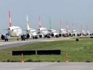 Atatürk Havalimanı'nda lodos kuyruğu