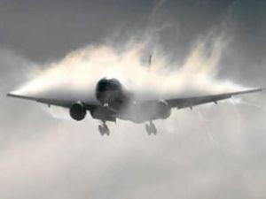 Pakistan'da iki uçak havada çarpıştı: 4 ölü