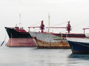 Kaçakçılığa karışan bir gemi satılacak