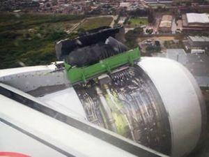 TAM Airlines uçağının motor kapağı açıldı